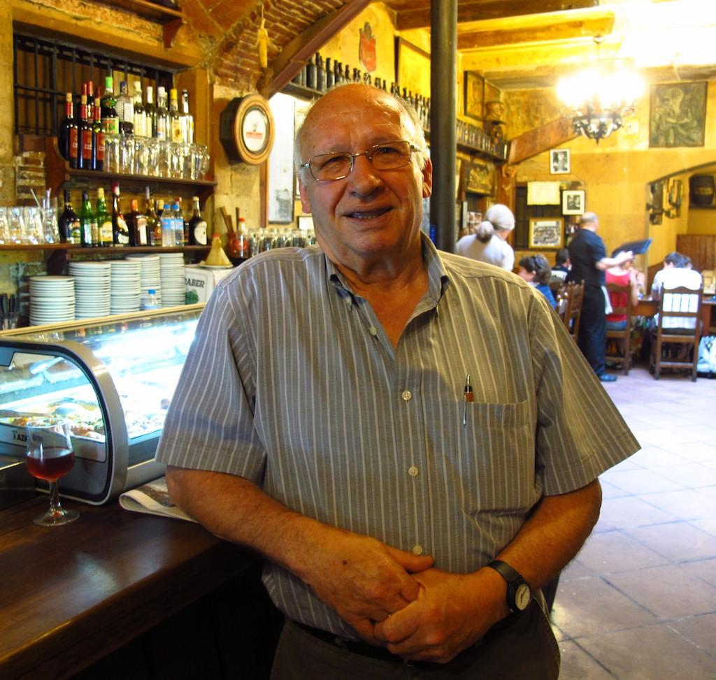 A friendly local at El Portalon Tapas in Barcelona
