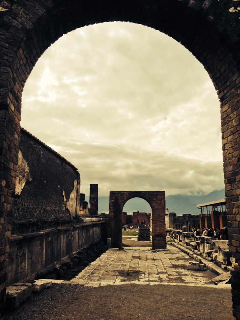 Pompeii arch iPhone_4350