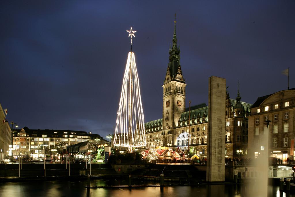 Hamburg's Rathausmarkt. Courtesy www.mediaserver.hamburg.de/C. Spahrbier