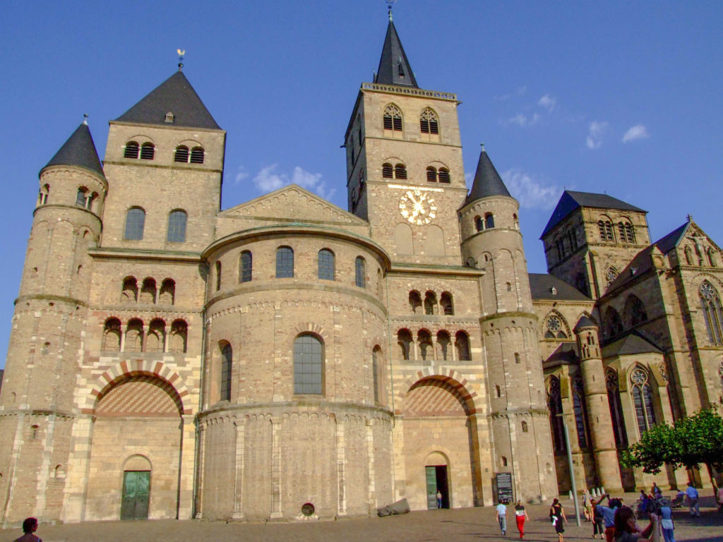 Trierer Dom (left), beside the Liebfrauenkirche, also known as the Church of Our Lady. Credit Historic Highlights of Germany.